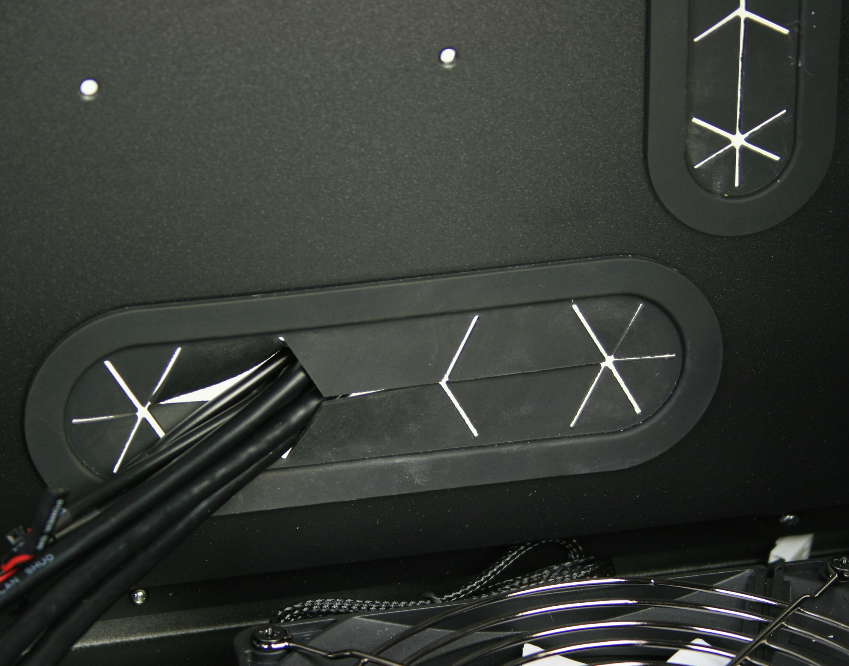 Fractal Design Define XL R2 Cable Management Holes